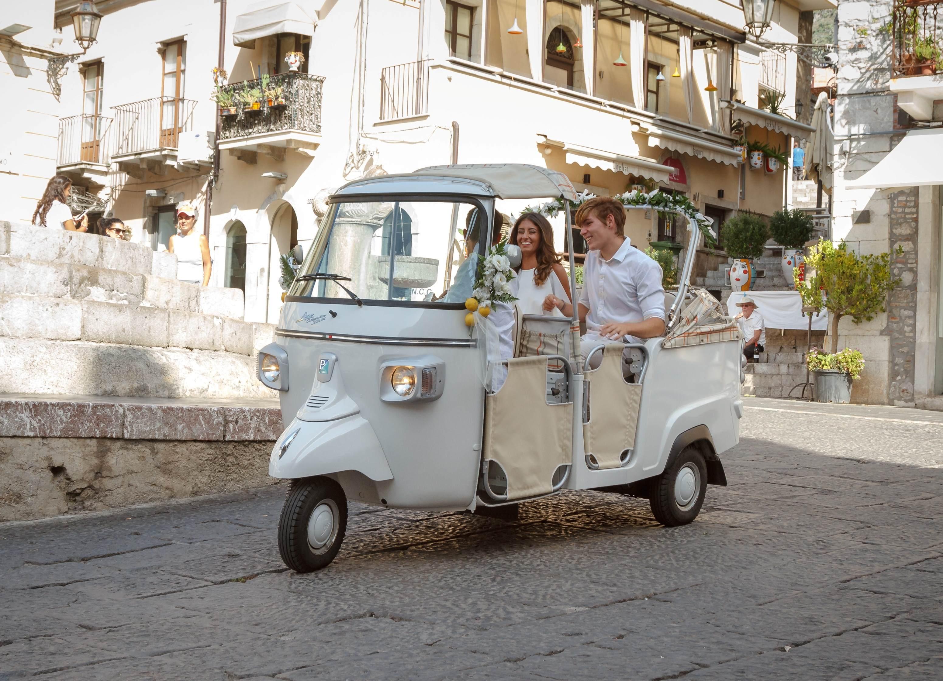 Iconic Taormina Cult Tour In Vintage Ape Calessino Hotel